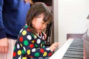 こどものピアノは何歳から?